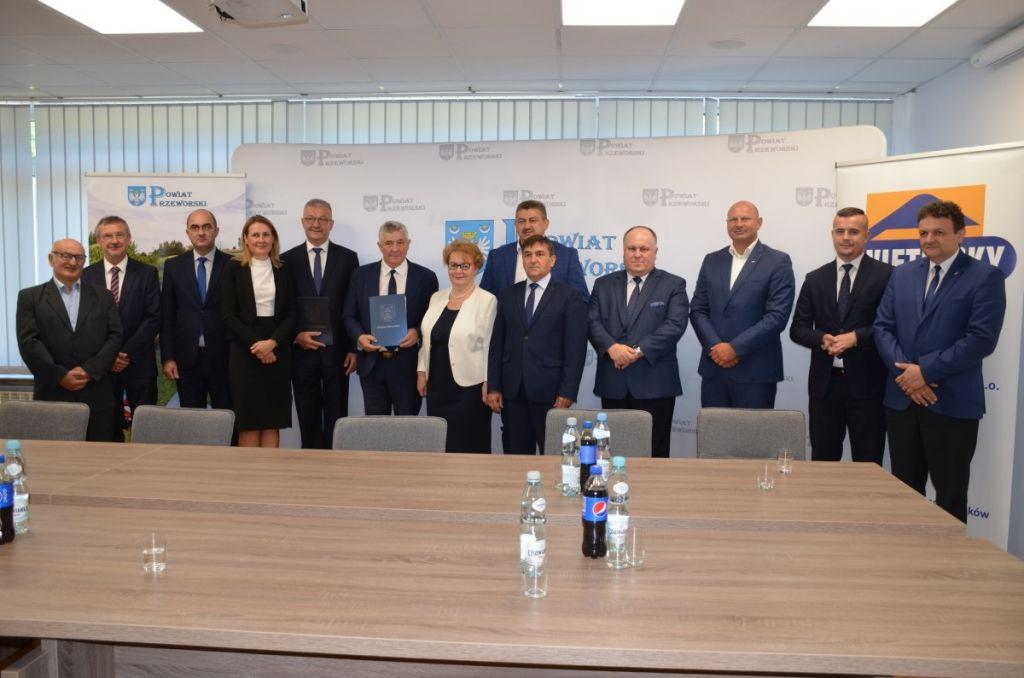 """Podpisanie umowy na """"Rewitalizację kolei dojazdowej Przeworsk Wąskotorowy – Dynów """""""